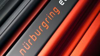 opel-corsa-opc-nurburgring-edition-logo-puerta
