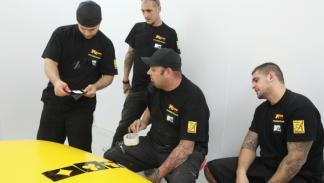 MTV Tuning España: el equipo de mecánicos alrededor del coche