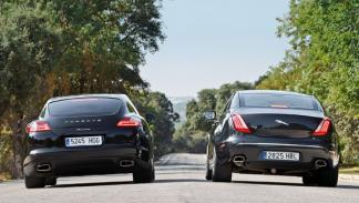 Trasera del Porsche Panamera y el Jaguar XJ
