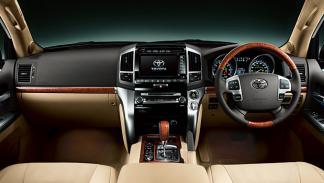 Nuevo Toyota Land Cruiser 200 salpicadero