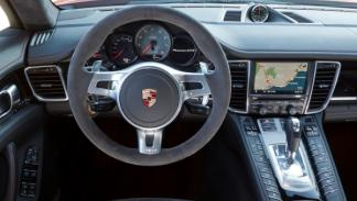 Porsche Panamera GTS salpicadero