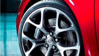 Opel Astra OPC llantas