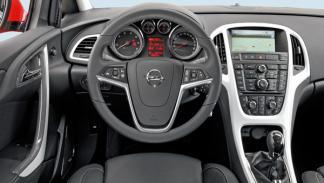 Opel Astra GTC 2.0 CDTI salpicadero