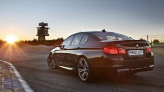 BMW M5 F10 biturbo 560 CV estática trasera circuito jarama