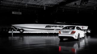 AMG Black Series 50'Marauder Cigarette trasera lateral