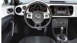 VW Beetle escarabajo 2.0 TSI 200 CV DSG interior salpicadero