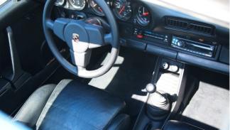 Subastan-Porsche-911-Bill-Gates-interior