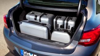 Opel Astra Sedán maletero