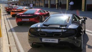 Junto a los McLaren MP4-12C, varios Porsches y Lamborghinis