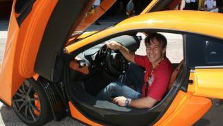 El asiento del McLaren MP4-12C se ajustaba a mis 1,69 m como un guante