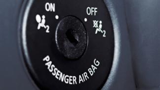 Desconecta el 'airbag' cuando te lo indiquen las instrucciones de la sillita