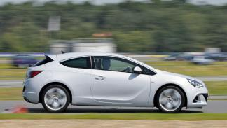 Opel Astra OPC lateral