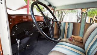 Ruxton Eight Sedan interior