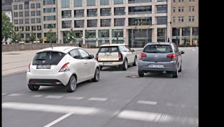 Foto trasera Lancia Ypsilon contra Mini Clubman y Citroën C3