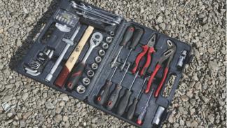 Aprende a ahorrar en un desguace. Caja de herramientas.