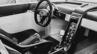 VÜHL 05 interior