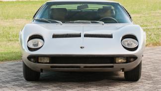 El Lamborghini Miura P400S de 1969 tenía los faros inclinados hacia atrás