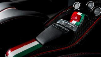Interior del Ferrari 458 Italia en honor a Niki Lauda