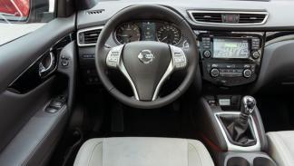 Nissan Qashqai Premier interior
