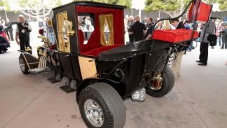 El Monster Coach está basado en un Ford Model T y llevael motor de un AC Cobra