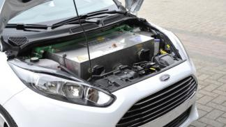El Ford Fiesta eWheelDrive lleva alojadas las baterías en el frontal