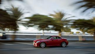 Mercedes-SLK-350-movimiento-lateral