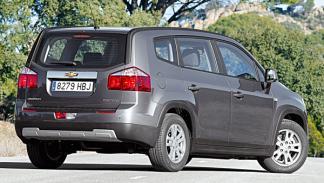 Chevrolet-Orlando-estatica-trasera-lateral