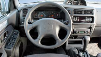 Mitsubishi L200  todoterreno offroad interior