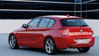 nuevo-bmw-serie-1-motor-turbo-cambio-automatico-ocho-velocidades-vista-trasera