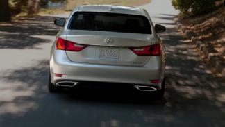 Lexus GS detrás
