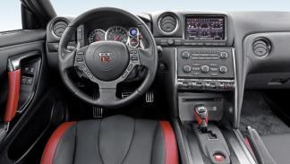 Nissan GT-R salpicadero