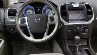 Lujoso interior del nuevo Lancia Thema