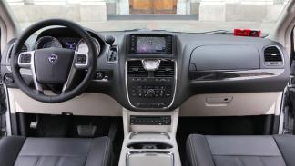 lancia-voyager-2.8-CRD-autostick-interior-salpicadero