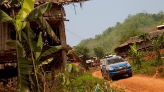 Chevrolet Colorado 2012 por una pista tailandesa