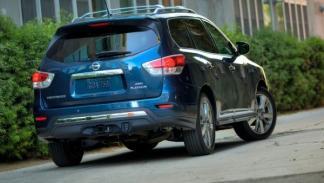 Nissan Pathfinder, trasera