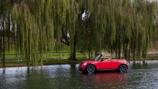 El MINI Cabrio lancha de la Regata de Charles