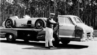 El Blue Wonder junto a Fangio y el W196 R