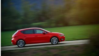 Seat Leon tercera generación 2.0 TDI FR 184 CV dinámica lateral