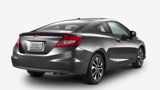 Honda-Civic-Coupe-2013-estática-trasera