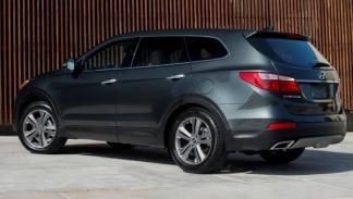 Hyundai Grand Santa Fe, trasera