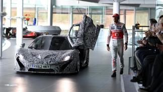 Jenson Button prueba el McLaren P1 Technology Center