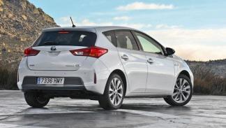 Toyota Auris Hybrid estática trasera