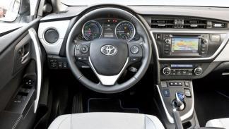 Toyota Auris Hybrid interior salpicadero