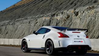 Nissan 370Z Nismo tres cuartos trasera
