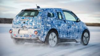 BMW i3 dinámica trasera cruzada