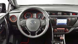 Toyota-Auris-Sports-Touring-Black-interior