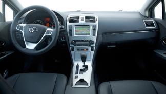 Toyota Avensis 2013 interior