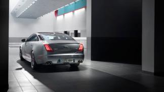Jaguar-XJR-estática-trasera