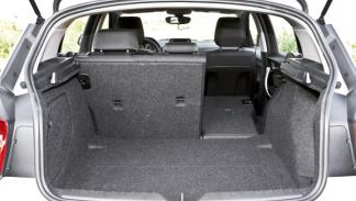 BMW 114i maletero