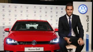 entrega volkswagen golf jugadores atlético de madrid mario suárez